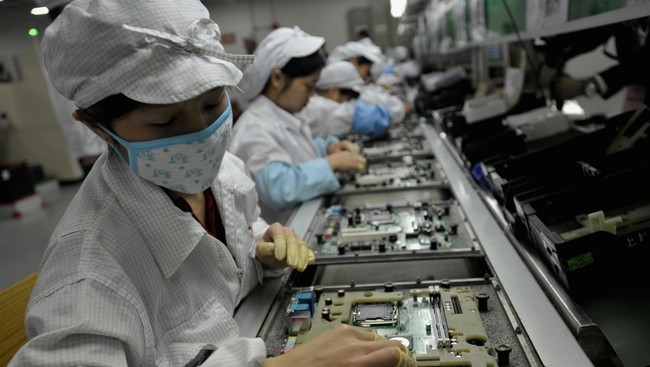 Arbeidere i en Foxconn-fabrikk (Foto: AFP/Afp)