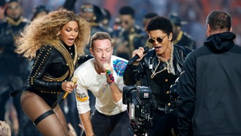 NFL-SUPERBOWL/ Beyonce, Martin and Mars perform during the half-time show at the NFL's Super Bowl 50 between the Carolina Panthers and the Denver Broncos in Santa Clara