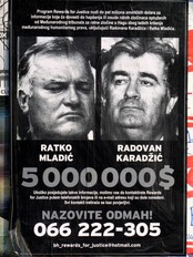 Etterlysningsplakat av Ratko Mladic og Radovan Karadzic (AP)