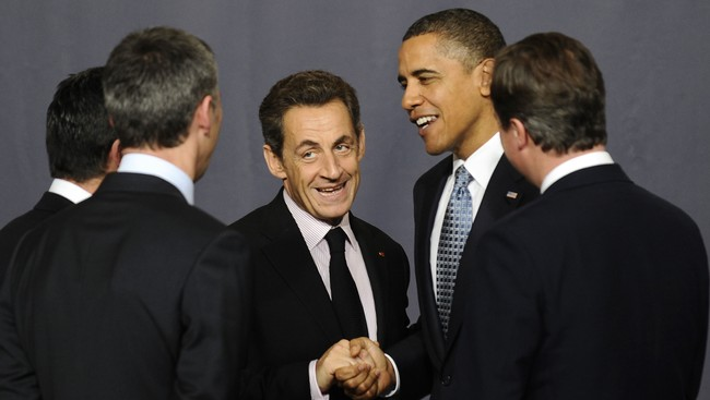 Sarkozy og Obama snakker sammen p NATO-toppmte (Foto: Pierre-Philippe Marcou/AFP)