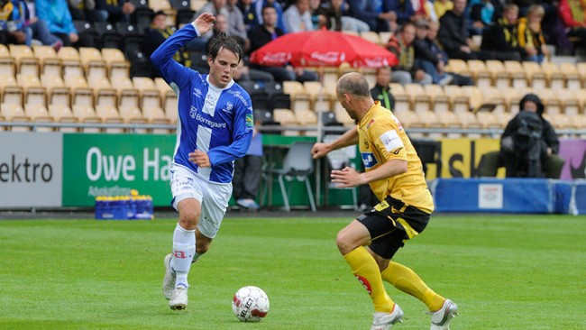 Martin Wiig med ball (Foto: Vidar Tangerud)