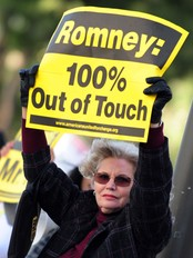 Demonstrant mot Romney (Foto: FREDERIC J. BROWN/Afp)