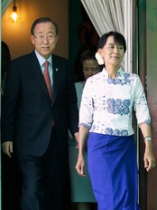 Ban Ki-moon beskte Aung San Suu Kyi (Foto: Soe Zeya Tun/Reuters)