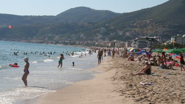 Strand i Alanya, Tyrkia (Foto: Emrah Senel/NRK)