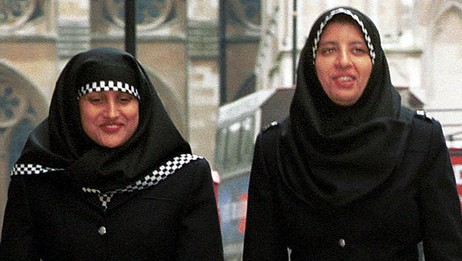 Politikvinner med hijab (Foto: METROPOLITAN POLICE/AFP)