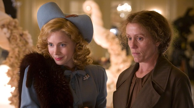 Amy Adams og Frances McDormand i 'Forvandling fryder'. (Foto: Foto/Copyright: SF Norge AS/Photo Credit: Kerry Brown)