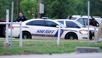 USA-CRIME/TULSA Members of the the Osage County Sheriff Department prepare to assist Tulsa police in their manhunt