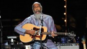 Richie Havens p en veldedighetskonsert i anledning Pete Seegers 90-rsdag i New York i 2009 (Foto: Evan Agostini/AP)