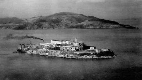 ALCATRAZ AT NIGHT (Ap)