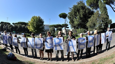 Demonstrasjon mot landgrabbing i Roma, 2011 (Foto: ANDREAS SOLARO/Afp)