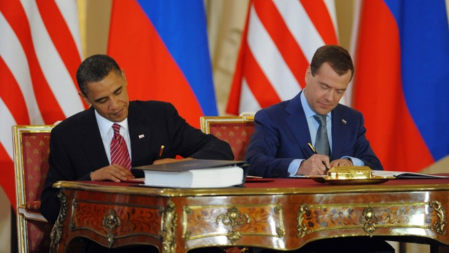 OBAMA-MEDVEDEV (Foto: JEWEL SAMAD/AFP)