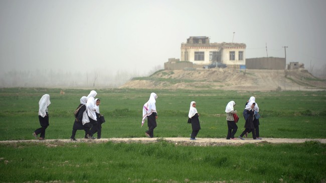 Afghanistan skole jenter (Foto: JOHANNES EISELE/Afp)