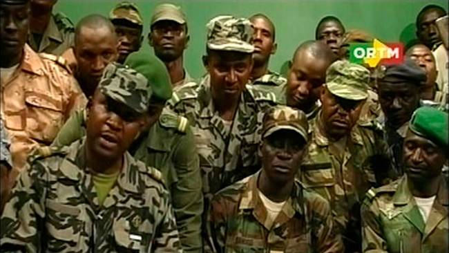 MALI-ARMY/ Renegade Malian soldiers appear on television at the ORTM television studio in Bamako (Foto: HANDOUT/Reuters)