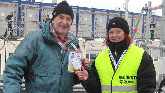 Project Manager Odd Kaldefoss with security in Liberec 2009 (Foto: Helene Amlie/NRK)
