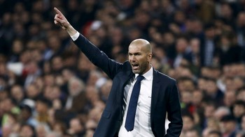 SOCCER-SPAIN/ Real Madrid's coach Zinedine Zidane reacts