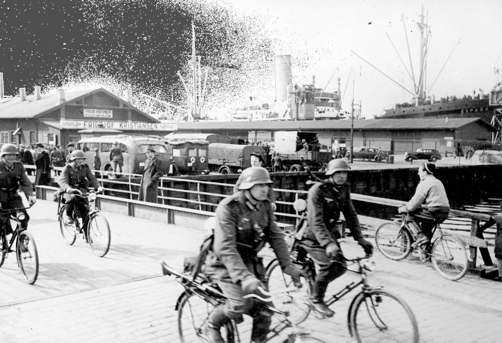 Tysk sykkelbataljon på bryggen i Oslo etter den tyske invasjonen 9. april 1940.
