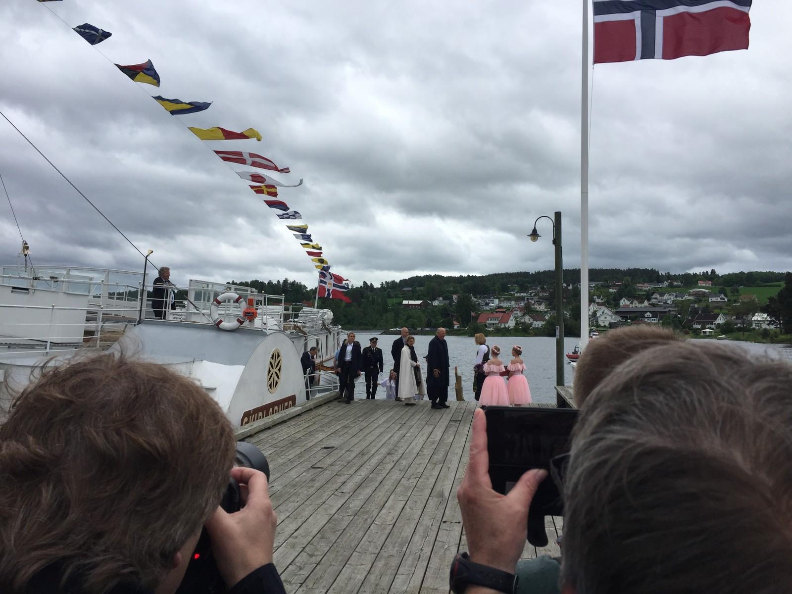 Kongeparet ankom Østre Toten med Skibladner.