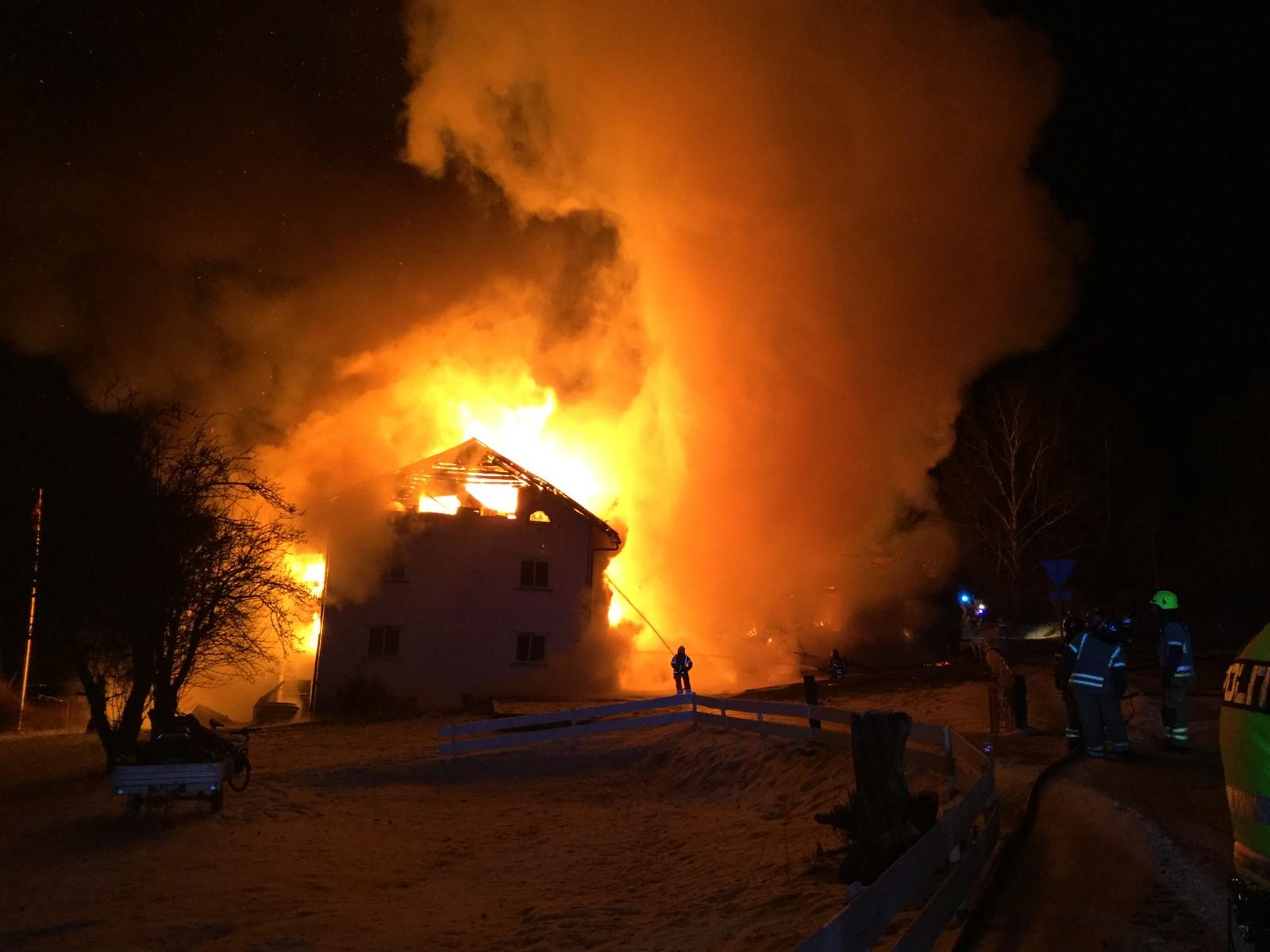 Huset som brant var et tidligere meieri, bygget om til leiligheter.