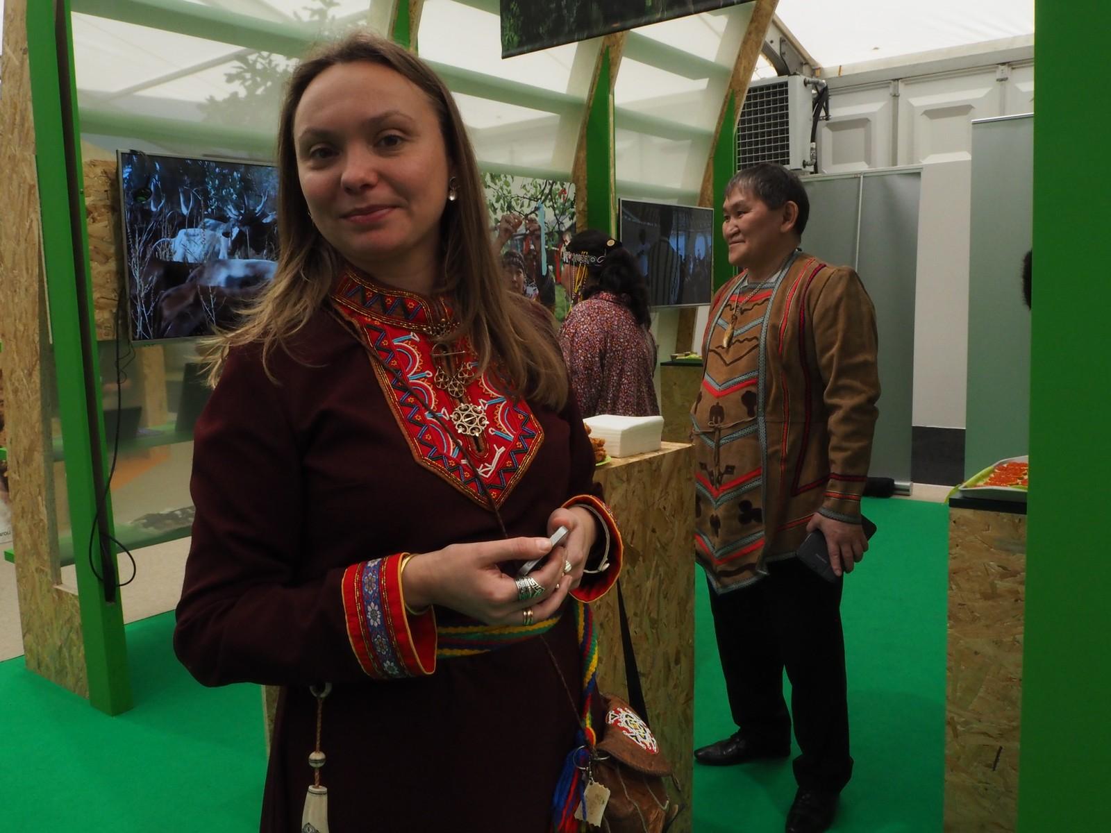 Tatiana Egorova representerer de russiske samene i Samerådet. På fredag var hun med på å arrangere dagen for russiske urfolk.