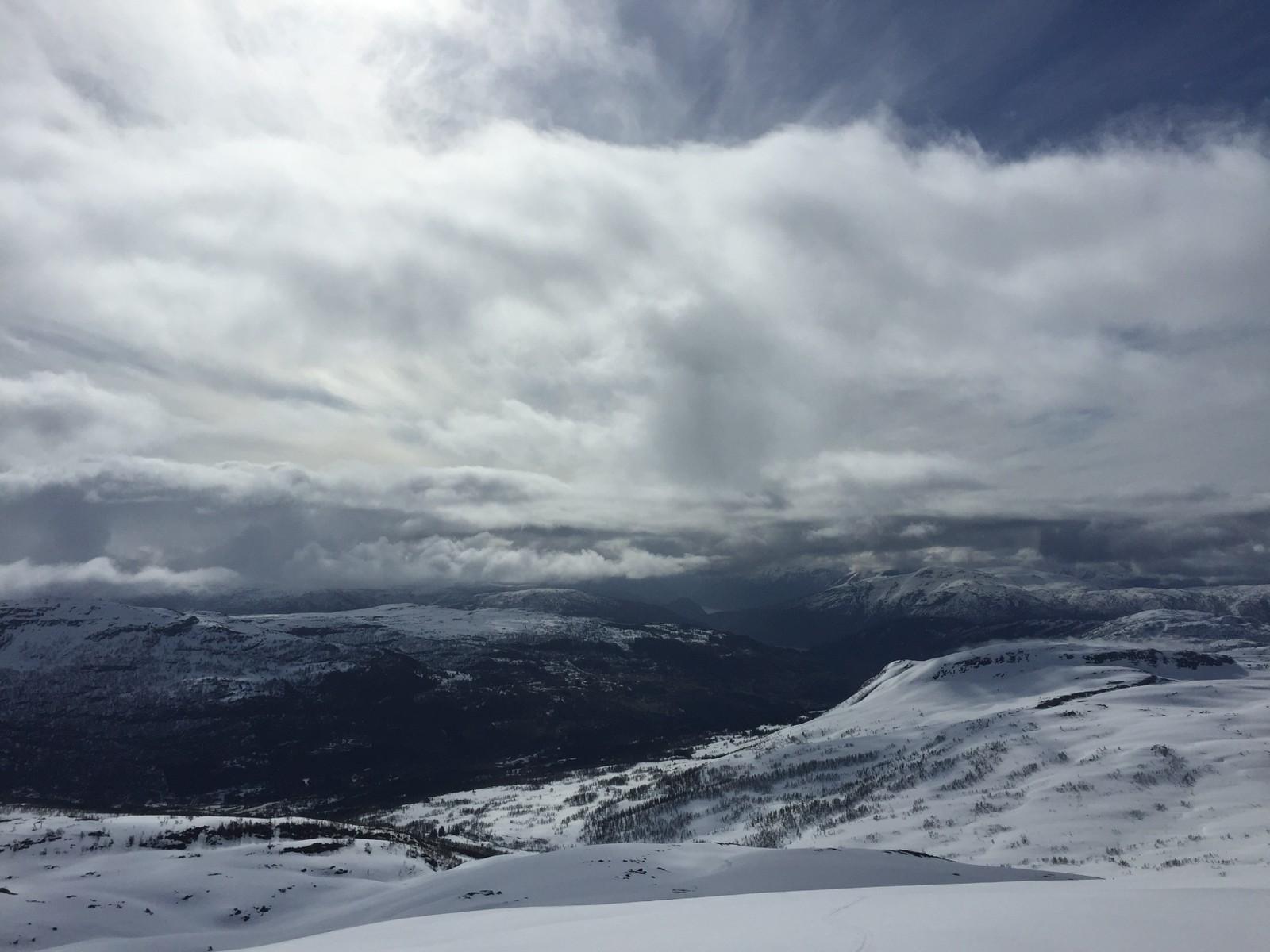 Blåfjell, 1397 moh kl 1006 17 mai 2015. Gratulerer med dagen!!