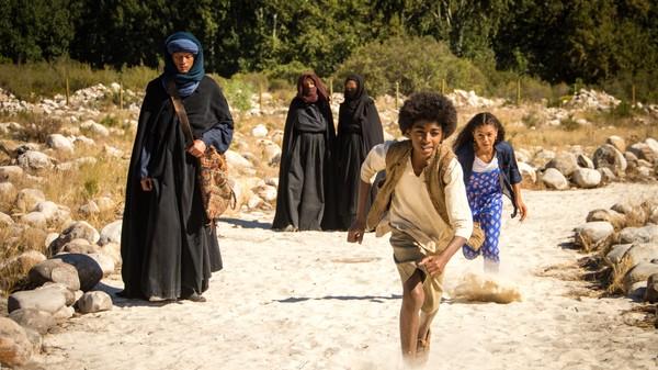 Britisk dramaserie. Åndejegeren.En åndejeger har kommet til Baghdad, og Genie er plutselig i fare. Aladdin gjemmer Genie og lampa i ørkenen, men finner ikke igjen lampa etterpå. Dermed må Jamillah og Aladdin be åndejegeren om hjelp.