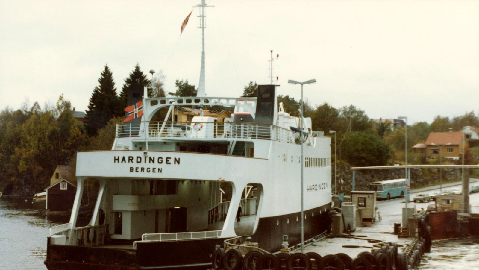 MF «Hardingen» i rute på Haljem–Våge–Bruntveit i 1981.