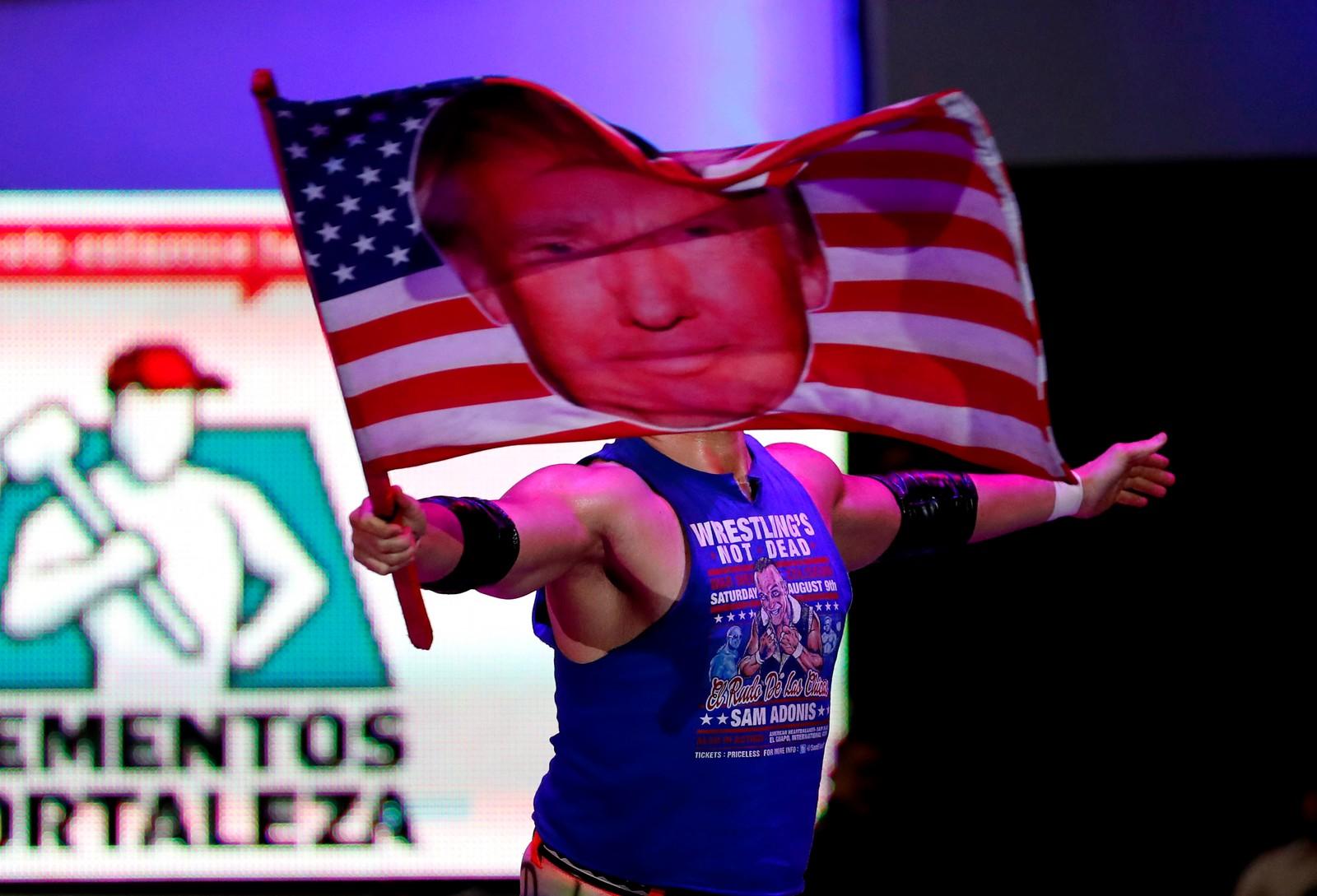 Sam Polinsky, også kjent som Sam Adonis, er mannen mexicanere elsker å hate. Fribryteren har blitt en sensasjon i Mexico etter å ha skapt en karakter som minner om en svært overbevist Trump-tilhenger.