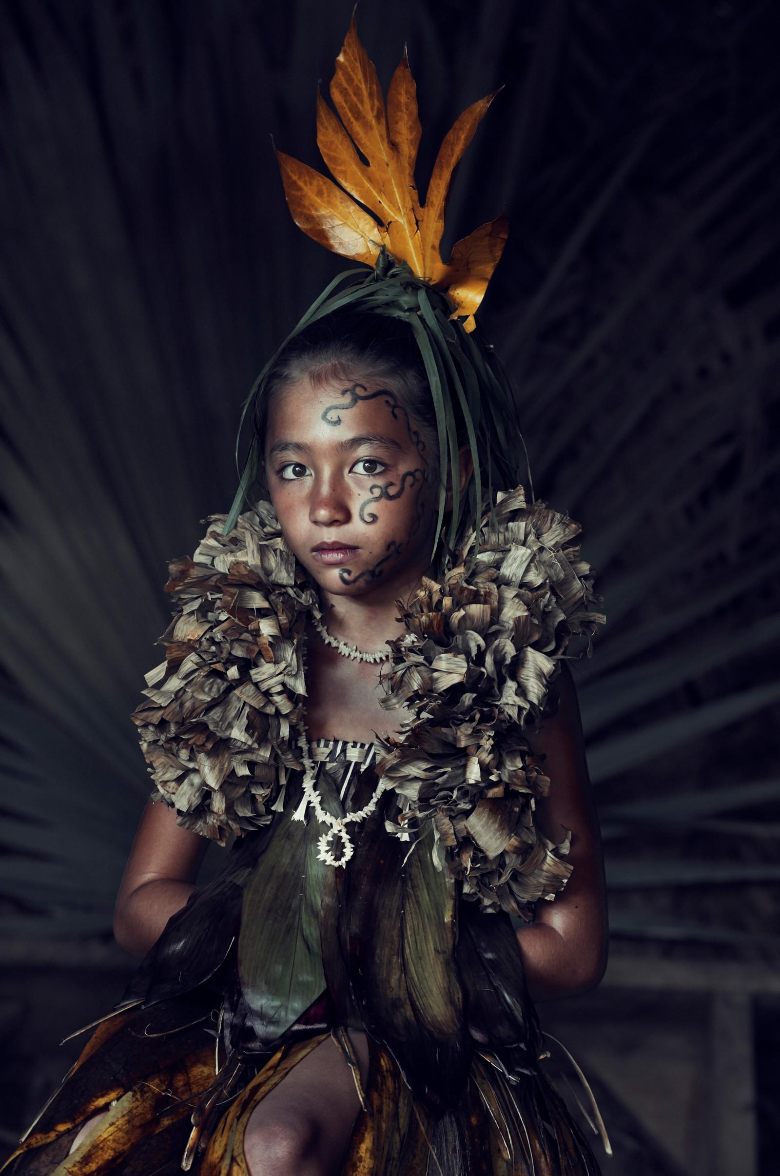 Ung jente fra Te Pua O Feani-folket på Marquesasøyene i Fransk Polynesia.