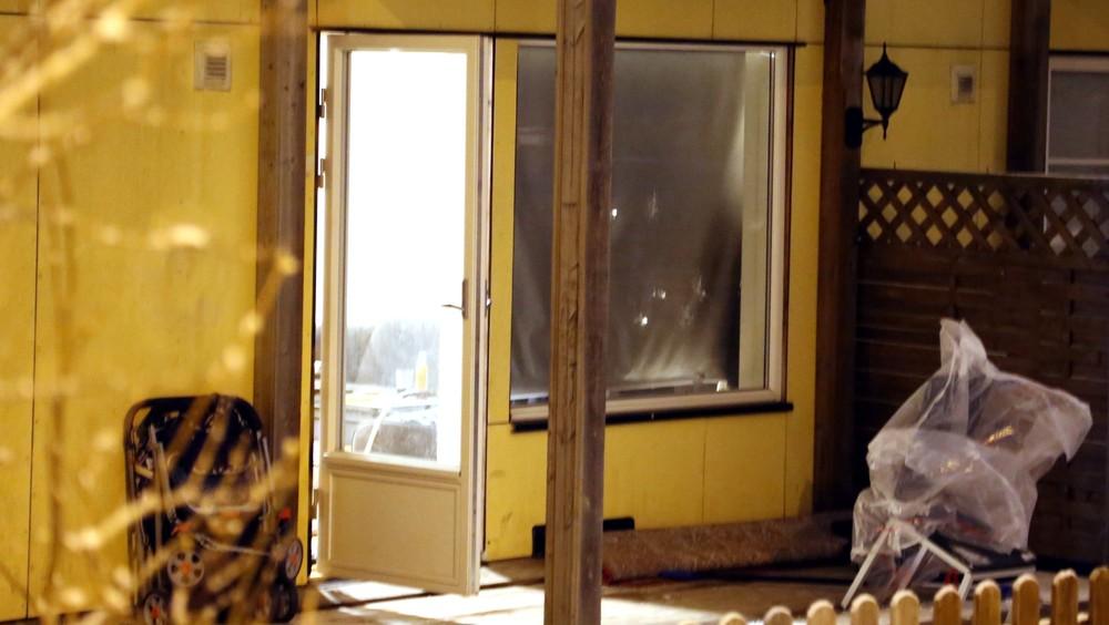Kulehull i vinduet i leilighet på Fjelhamar