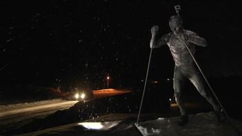 Liv Grete Poiree og Nils Fredrik Røren har vært rundt i skiskytter-Norge for å bli bedre kjent med de norske VM-løperne. I siste episoden går turen til Simostranda, hjembygda til Ole Einar Bjørndalen - og der fant de litt av hvert. Foto/redigering: Nils Fredrik Røren