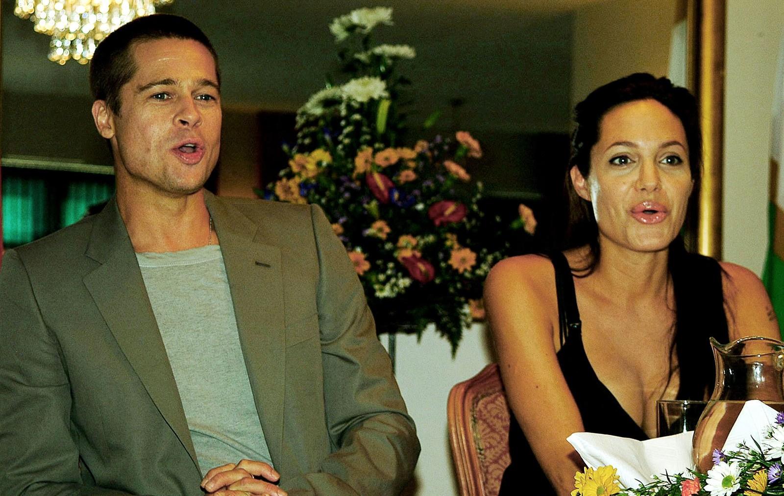 I mai 2006 fikk paret datteren Shiloh Nouvel Jolie-Pitt i Namibia, deres første biologiske barn sammen. Jolie valgte å føde der for å unngå medieoppmerksomheten.