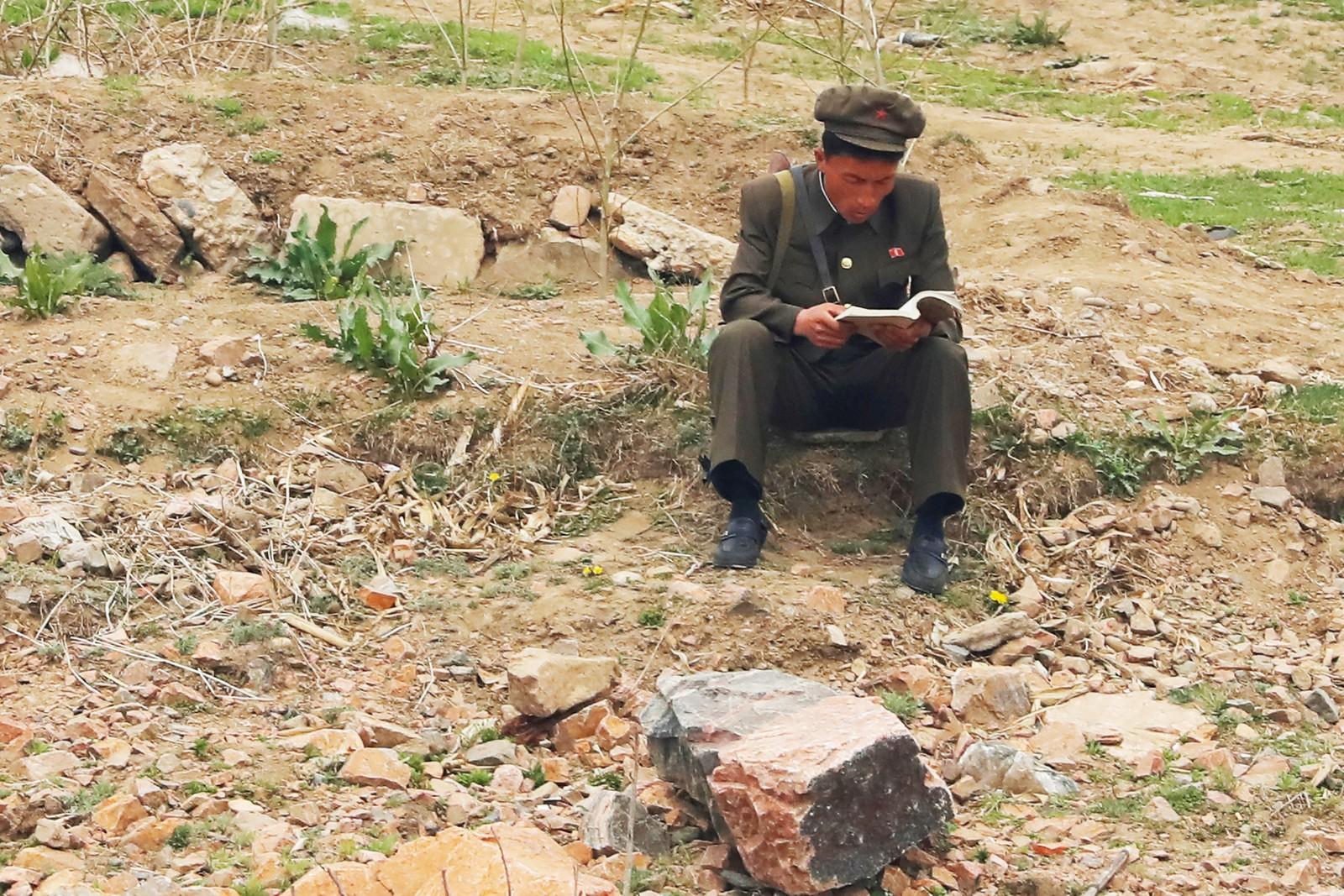 En nordkoreansk soldat ved Talu-elva.