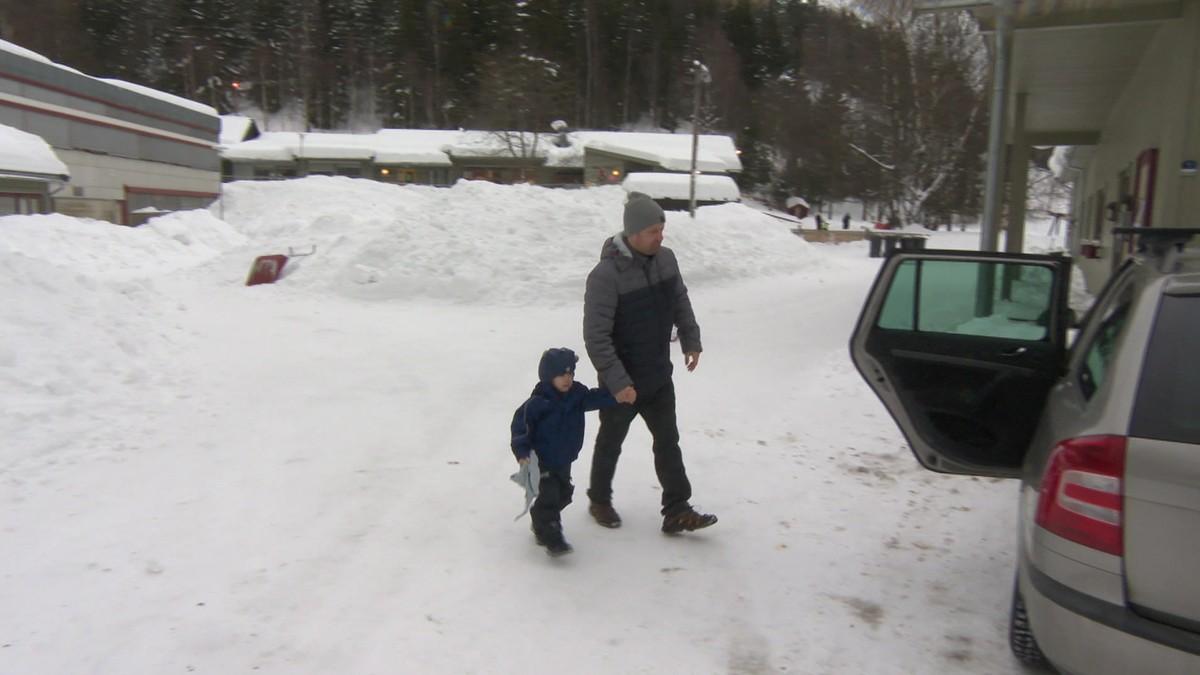 Mye snø på takene sender barna hjem fra barnehagen