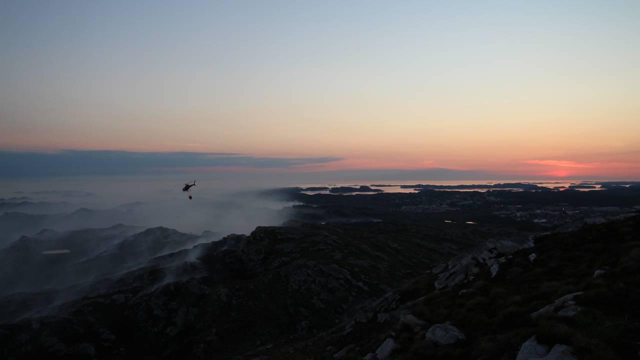 Bilder tatt på Spjeldfjellet kveldstid dag 1 av brannen på Sotra