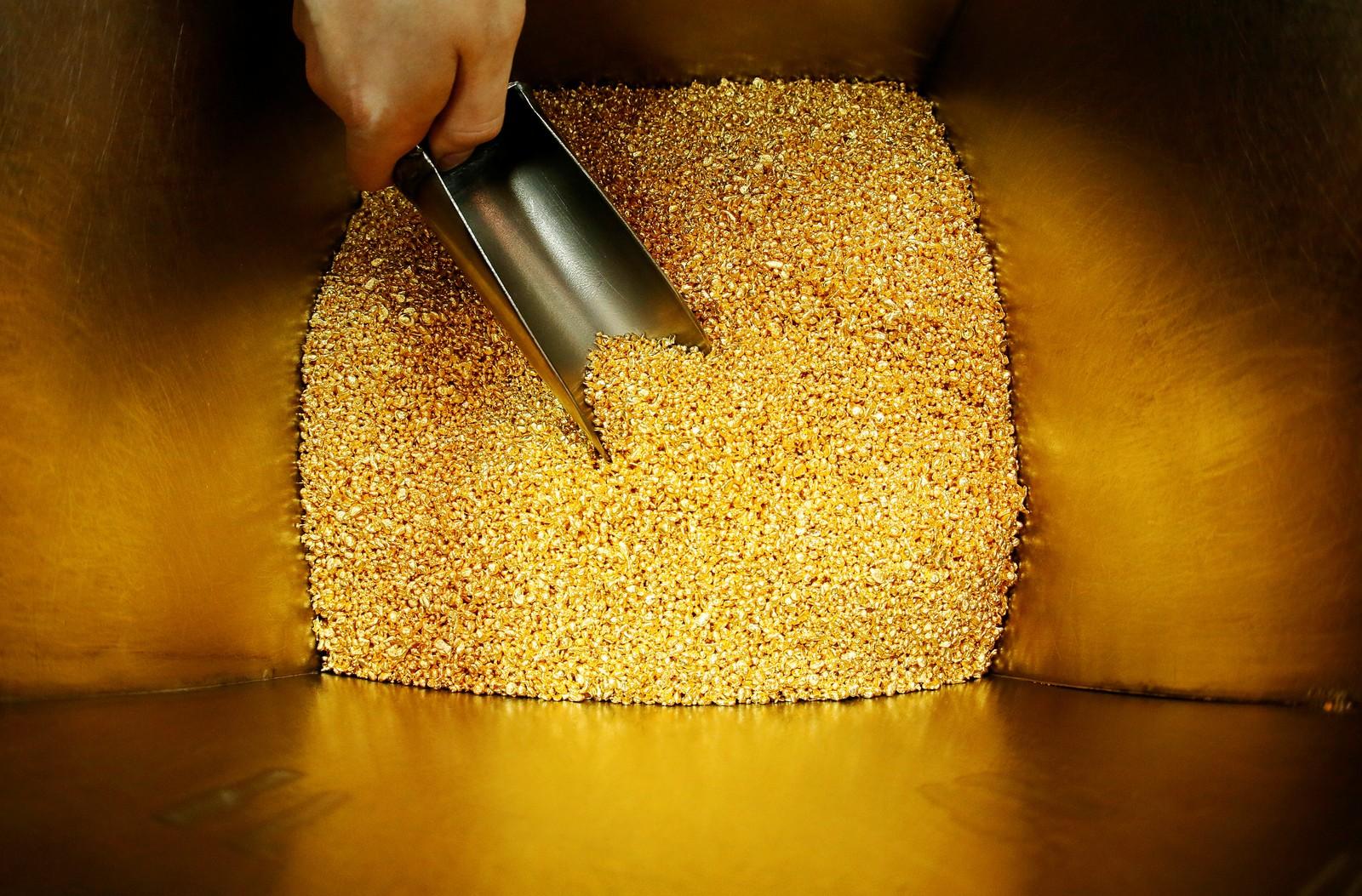 Dette må en kunne kalle ekte gullkorn. Det er 99,99 prosent rent gull. Bildet er tatt i Krasjojarsk i Siberia i Russland.
