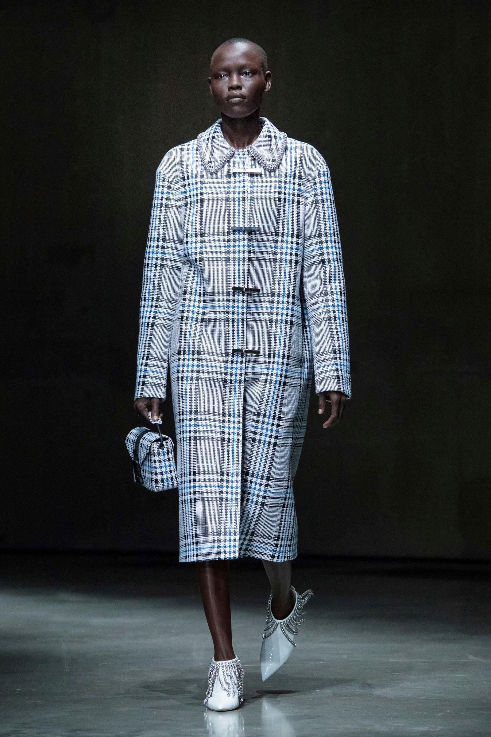 Christopher Kane: Viste mellom anna denne rutete frakken under moteveka i London nyleg.