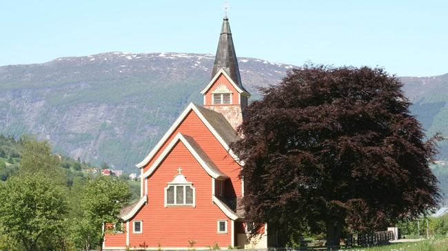 Olden kyrkje. Foto: Ottar Starheim, NRK.