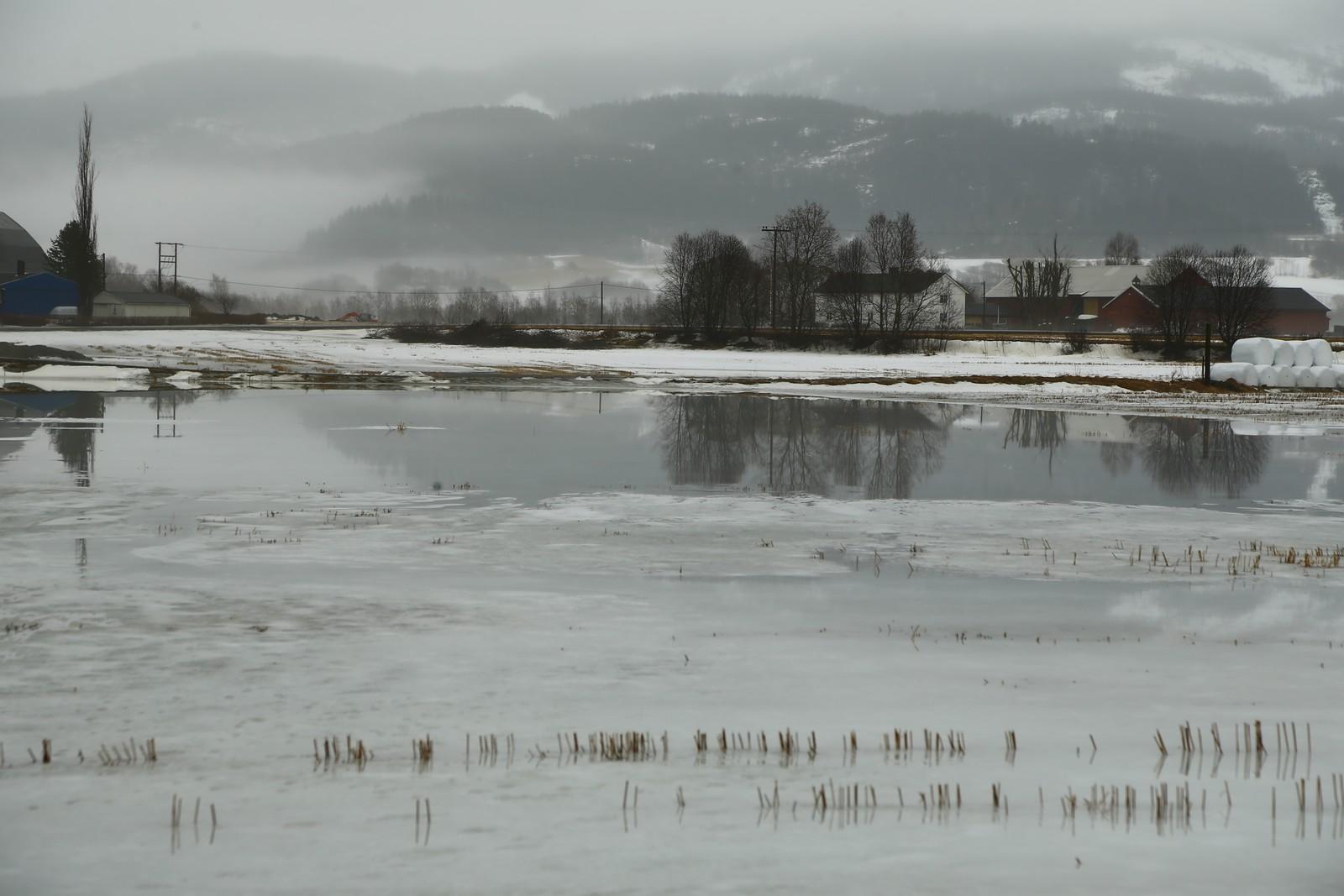 Høy vannstand i Meråker.