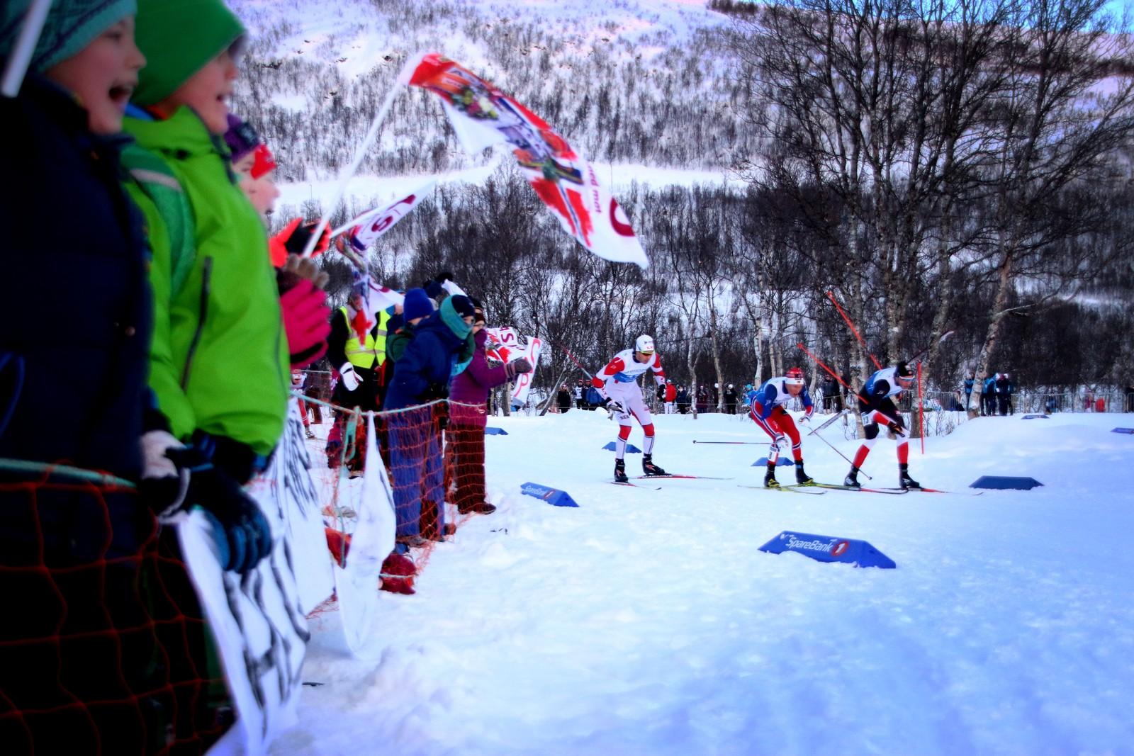 Publikum langs hele løypa sørget for god stemning under NM på ski i Tromsø.