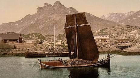 HELE KYSTEN: Større nordlandsbåt lastet med tørrfisk, fotografert trolig en gang 1890-1900. Også bindalsfæringen fikk stor utbredelse; til langt nord i Finnmark. Foto: Library of Congress på Flickr
