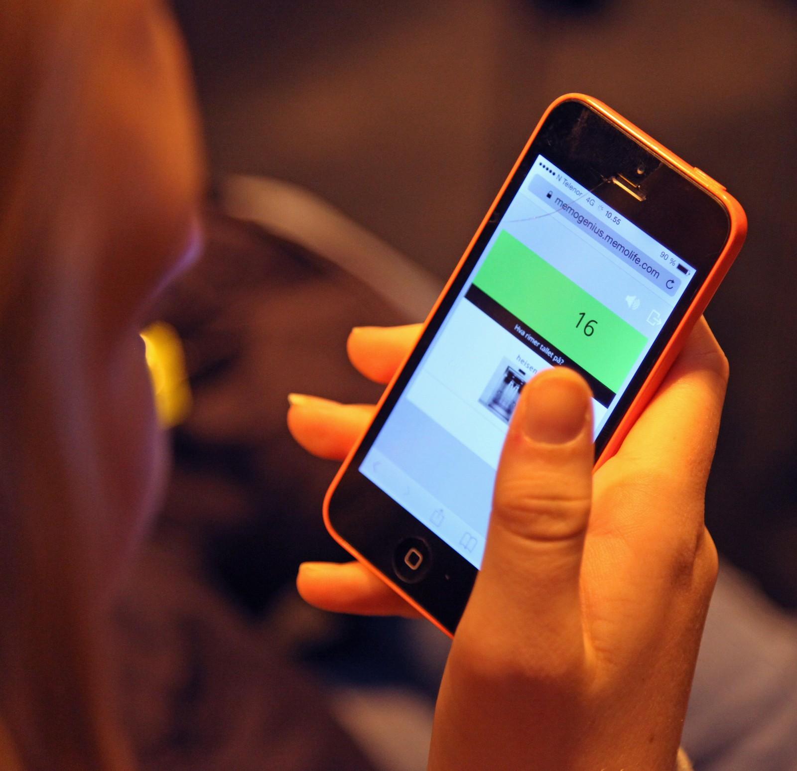 Med spill på mobiltelefonen lærte nesten alle elevene å huske 40 ord.