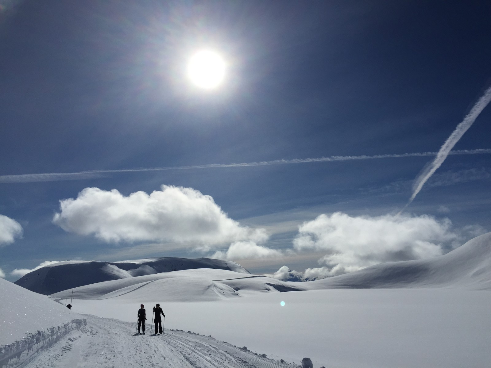 - Nydeleg på fjellet ovanfor Harpefossen skitrekk i dag, skriv fotografen.
