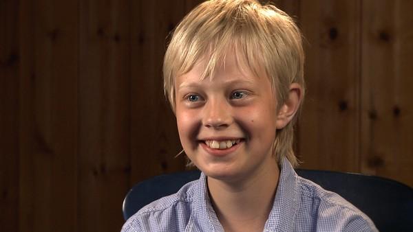 Norsk serie hvor vi får et innblikk i hverdagen til barn som har en ekstra utfordring å leve med.   Are kan han ikke lese og skrive, selv om han er 9 år og går i fjerde klasse. Det er fordi han har dysleksi. Men Are gir seg ikke. Han skal lære det, for da kan han bli bonde når han blir stor.