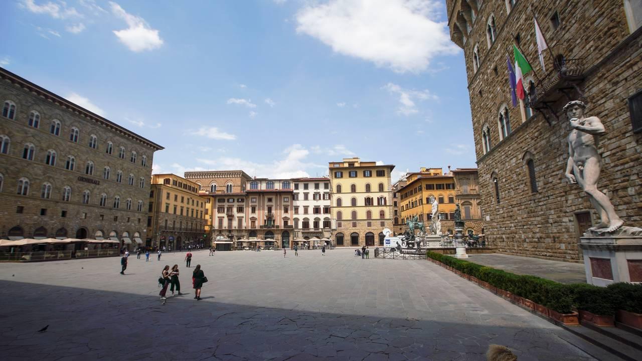 Florence's Piazza della Signoria by Palazzo Vecchio. Etter. 3. juni.