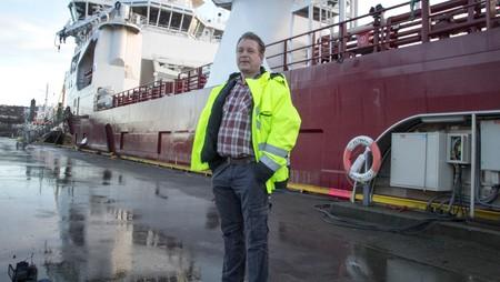 Roald Endresen - Kaptein John Bye på «Dina Star» forteller at deres miljøpolicy er å koble seg til landstrøm der det er mulig.<br /><br /> - Foto: Per-Kåre Sandbakk / NRK