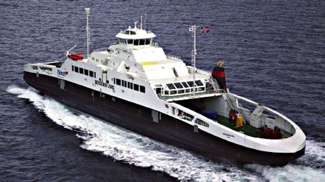 """Ei av dei gassdrivne ferjene til Fjord1, """"Bergensfjord"""". Ferja kom i drift i 2006. Eigar av foto: Fjord1."""