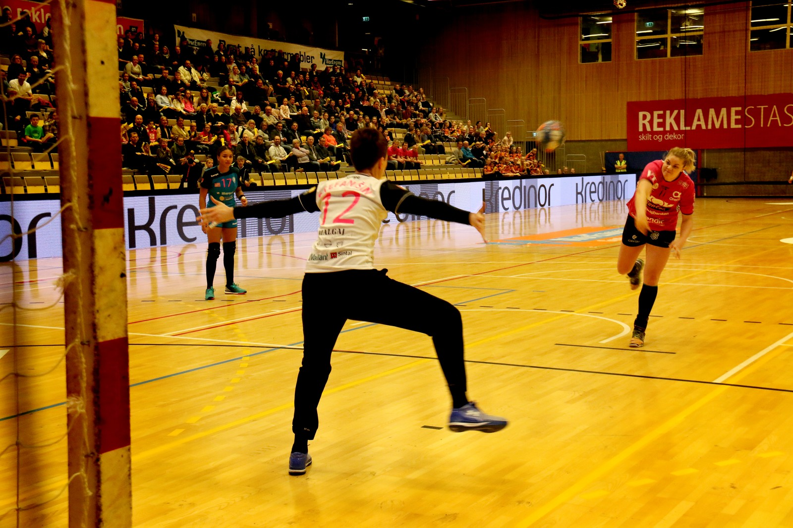 Ulrika Olsson skyt for Vipers.