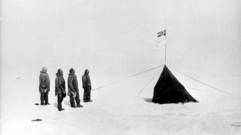 Retusjert bilde av Roald Amundsen på Sydpolen i 1911