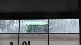 Regnbygene har kommet tett over Vestlandet i sommer. Nå ventes det mange søknader om erstatning fra bøndene.