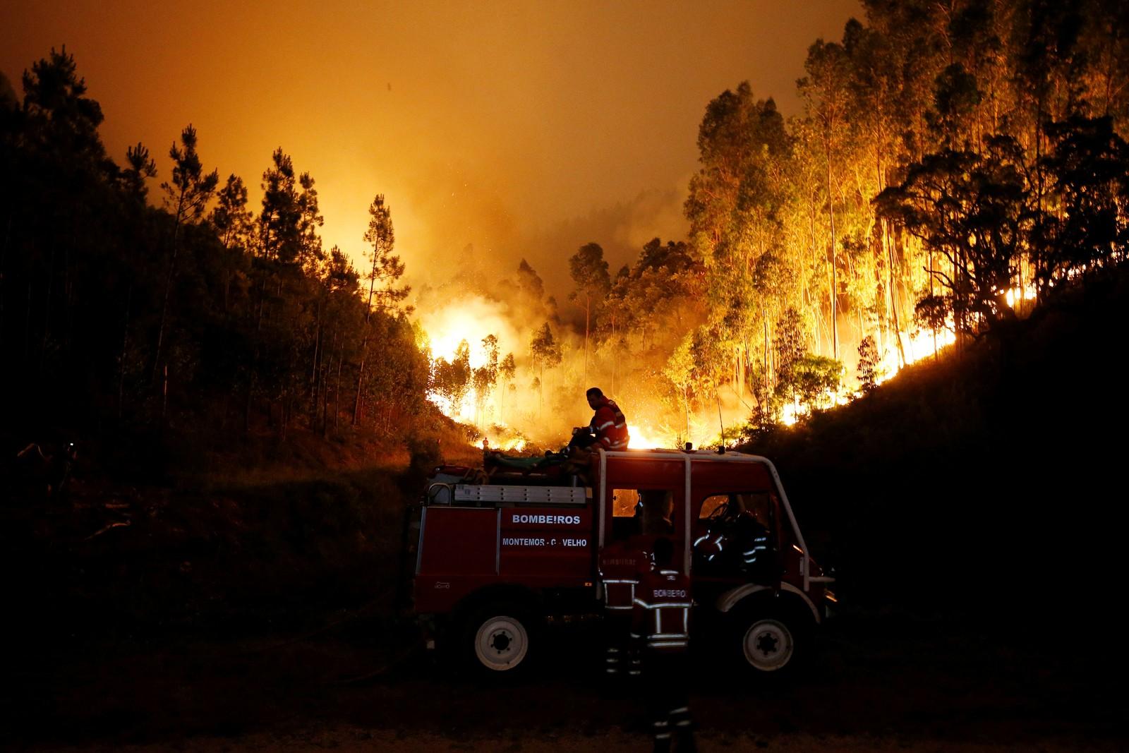 Brannmannskaper kjemper mot flammene i Bouca.